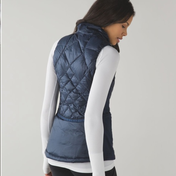 Lululemon Down For A Run Vest size 12 Navy Blue
